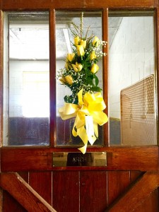 "Arch's stall at Claiborne Farm the day after his death, with flowers from his groom ""Daddy Rodeo""."